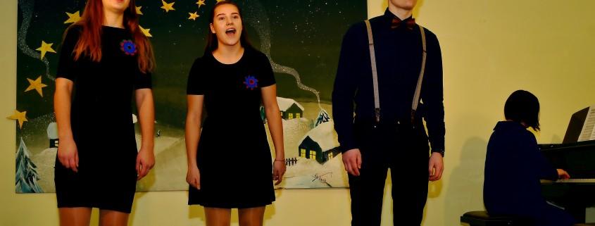 Mišrus tercetas Meda Jovaišaitė, 14 m., Airė Kulbickaitė, 14 m. Ernestas Gintautas Katlius 18 m., Vievio gimnazija