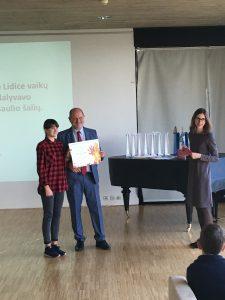 Čekijos ambasadoje Elektrėnų meno mokyklos mokinė